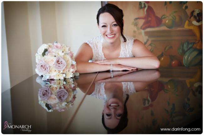 Bride-with-pink-white-rose-bridal-bouquet-la-valencia-hotel