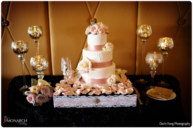 Blush-black-white-wedding-at-La-Valencia-Cake-table-black-rosette-linen