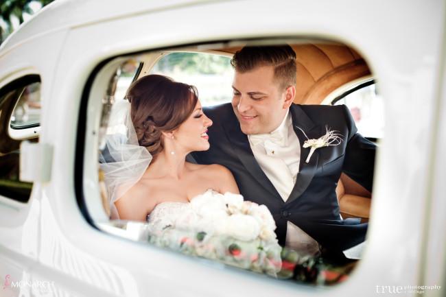 Classic-car-bride-and-groom-Great-gatsby-prado-balboa-park-wedding