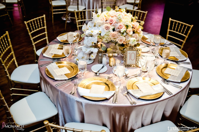 Gatsby-Prado-at-balboa-park-wedding-blush-linen-gold-charger-plate-gold-chiavari-chair